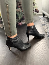 Leather boots ankle size 9 Vince camuto Toronto, M5E