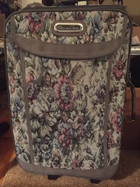 Authentic Oscar de la Renta luggage in NEW condition  St Catharines, L2M 4C4
