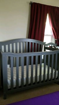 Convertible crib with changing station Clinton, 20735