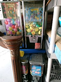 5 Candy and toy dispensers Cape Coral, 33993
