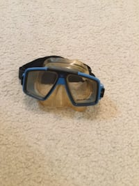 Blue and black swimming goggles