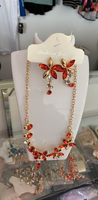 white and red beaded necklace 47 km