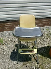 Antique high chair  Ellwood City, 16117