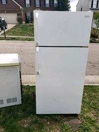 Come get it.. free working ice box and refrigerator