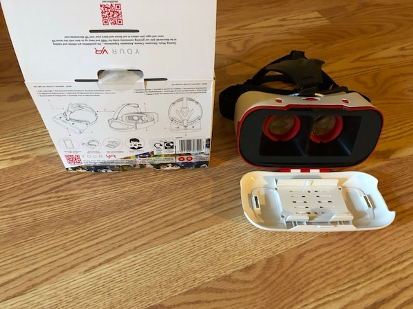 Virtual reality works with phone 418c754d-a890-4233-9ee4-94c7f3279ce3