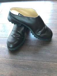 Size 9 Brown Slide Leather Clogs(never worn) Wheaton, 60189