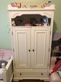 white wooden 2-door cabinet New York, 11229