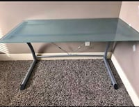 Glass computer table like new  West Des Moines, 50266