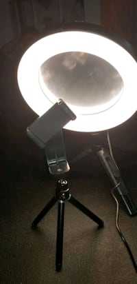 led light for better pictures Laval, H7M 4E9