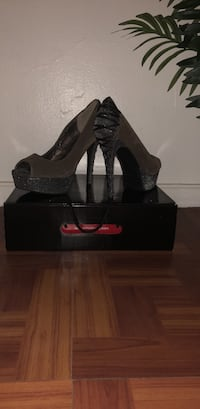 Size 10 heels perfect for the 2019 New Years.Slightly used . Chicago, 60640