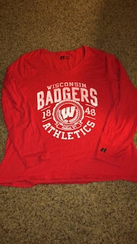 Women's XL 16/18 Badgers longsleeve tee  Oshkosh, 54902