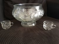 Crystal punch bowl with 12 matching cups San Diego, 92126