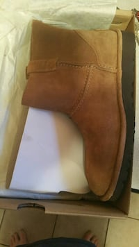 unpaired brown suede rigger boot with bo