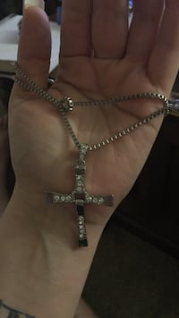 Silver-colored necklace with cross pendant Spokane, 99217