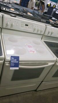Frigidaire glass top electric Stove 30inches,  Hauppauge