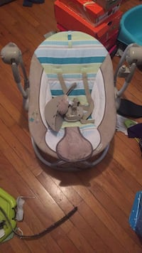 baby's gray and white bouncer Euclid, 44123