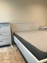 3 PIECE IKEA BED SET LIKE NEW 10/10 Mississauga, L5M 0N3