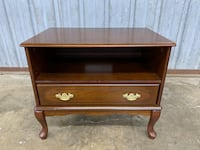 Lovely Accent/Bedside/Lamp Table Baltimore, 21202