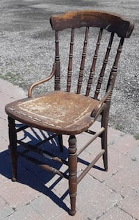 Antique Spindle Spool Back Chair With Hip Huggers