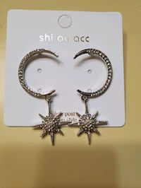 Moon and star earring (new) Richmond