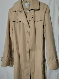 east5th trench coat excellent condition.. size  Temple