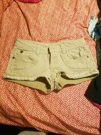 Size 5 shorts Freeport, 61032