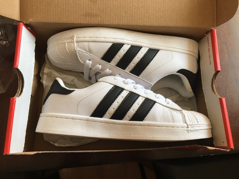 White and black sneakers 0e9184ba-7aab-4159-8808-0197c8c1bff1