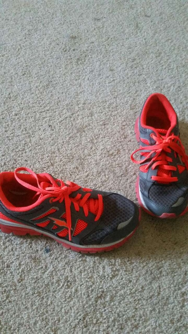 5c5a53ceab9bee Used pair of black and red low shoes for sale in Waynesville - letgo