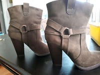 pair of brown leather chunky heeled boots Saskatoon, S7M 5C7