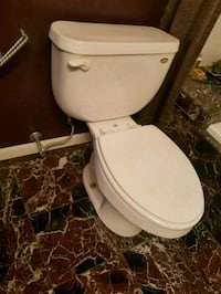 Free elongated toilet