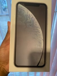 iPhone XR 64GB (White) Like New Rockville, 20850