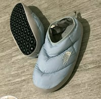 The North Face womens authentic slippers size 8/9. Chicago, 60652