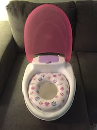 Summer Fresh potty. Barely used but cleaned in industrial dish washer on high heat.  541 km