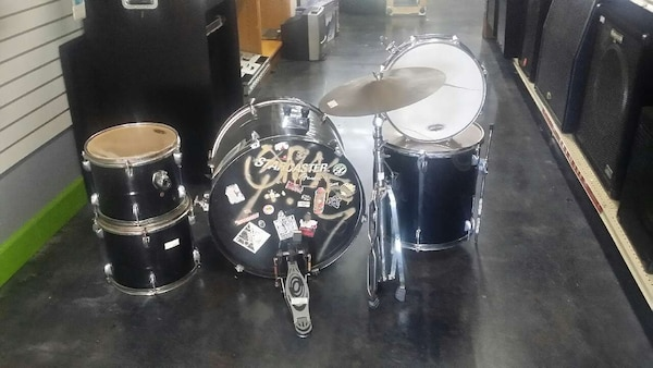 Used Fender Starcaster 6 Piece Percussion Drum Kit Set For Sale In
