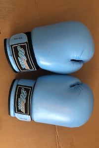 Boxing gloves size small Surrey, V3Z 9N1