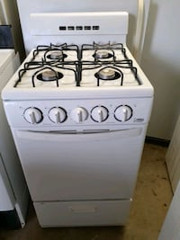SMALL APARTMENT GAS STOVE.  LIKE NEW  !!!