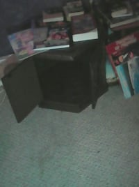 wood end table 2 of them $15 each or $25 for both Parksville, V9P 2C6