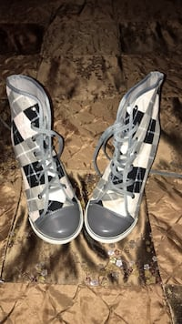 Pair of gray leather open-toe heeled sandals Paulsboro, 08066