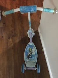 Frozen scooter for age 5-8 years old. Toronto, M6M 5B7