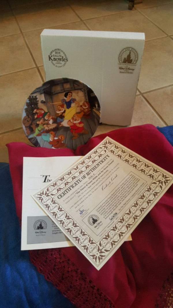 Disney Collector Plates Perfect Condition with Box