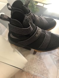 Nike shoes very nice size 7