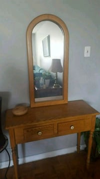 Entryway Table and Mirror  St. Catharines, L2M 6R3