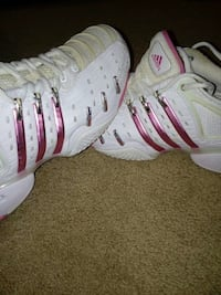 Adidas womens shoes excellent conditon