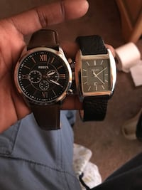 two round black chronograph watches Bowie, 20720