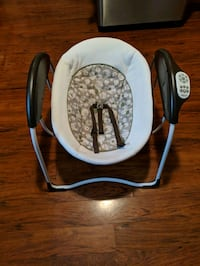 baby's white and black swing chair Newport News, 23602