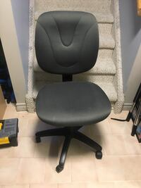 Good condition rolling desk chair