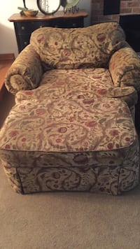 Over sized floral chair  Rohrersville, 21779