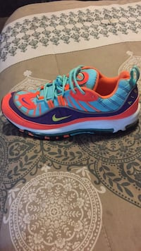 unpaired blue and red Nike running shoe Inglewood, 90302