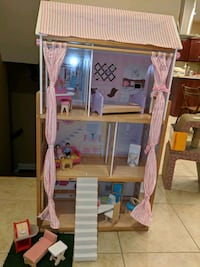KidKraft Dollhouse with dolls and furniture!