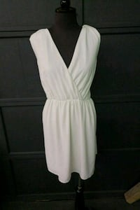 SizeLarge white dress perfect for monroe look  Courtice, L1E 2N4
